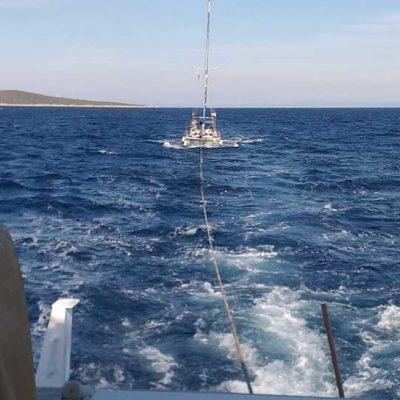 Sürüklenen teknedekileri KIYEM-6 ekibi kurtardı
